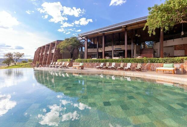 TANZANIA LUXURY LODGES AND CAMPS